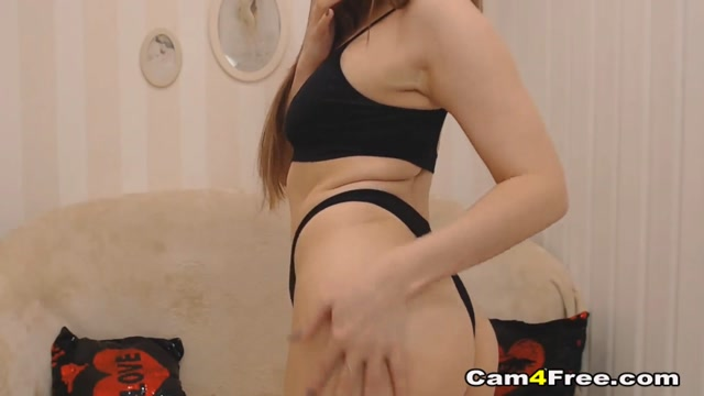 Sexy Brunette Intensely Plays Her Cunt